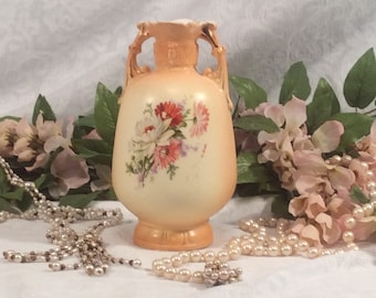 Beautiful little Vintage Vase, Shades of Orange, With Bouquet of Flowers, Double Handle, Gold Trim
