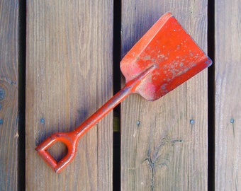 Vintage Metal Sand Shovel Play Childs Toy d674
