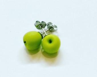 Apple studs : Granny smith apples - green apples - Apple earrings - stud earrings - Food jewellery - Teachers Gift - Polymer clay apples