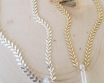 Crystal Choker Gold Silver. Small Quartz Choker Gold Silver. Healing Crystal Necklace. Chain Chevron Necklace. Small Crystal Quartz Necklace
