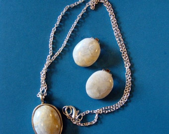 Necklace and clip earrings, marble cream and blue agate ovals mounted on silver findings.