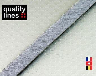 X18 CM- cuir plat 10mm /2mm gris poils ( 18 cm est suffisant  pour réaliser un bracelet jusqu'à l a taille XL)