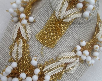 "Handmade Ukrainian necklace ""White berries"" . Ukrainian jewelry. Necklace and bracelet ""White berries"""