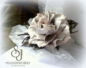 Leather flowers Cream beige rose, white rose corsage, leather gift for her, rose brooch, leather jewelry rose. Birthday gift for her. NB