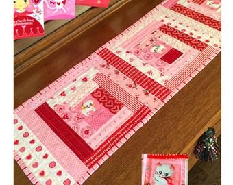 LOVEY DOVEY table runner pattern