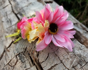 Hair comb with pink and yellow flowers