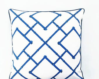 Treillis bleu en housse de coussin en bambou