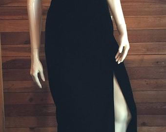 Vintage 1980s A. J. BARI Black Velvet Strapless Size 4 Formal Gown or Dress