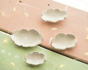 Four nesting cloud ring dishes