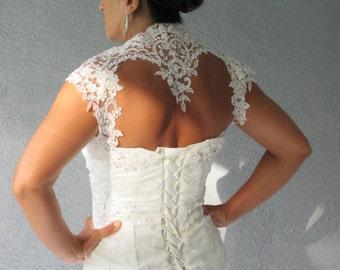 Mariage nuptiale ivoire de dentelle perlée Keyhole Retour Bolero veste de Shrug cousu à la main.