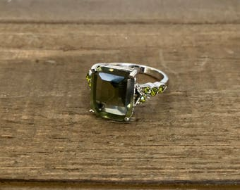 M&S ring with green stone