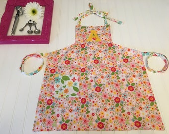 Girls pink flower custom apron, personalized floral apron, girls art apron, apron with pockets, pink green yellow custom apron, kids apron