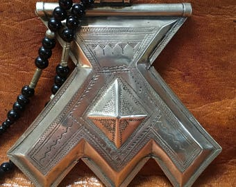 Tuareg Silver Amulet Khomissar/ Khomeissa Hamza with Onyx pearls and Tifinagh signature at the back