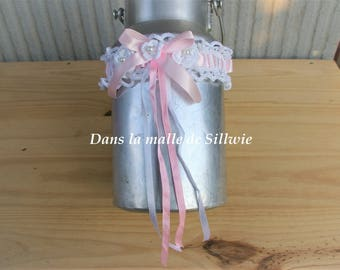 Pink and white garter made with crochet