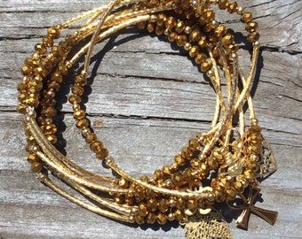 Gold Metallic Beaded Charm Bracelet with gold plated charms - Semanario pulseras de piedritas metalicas color oro con dijes chapa de oro