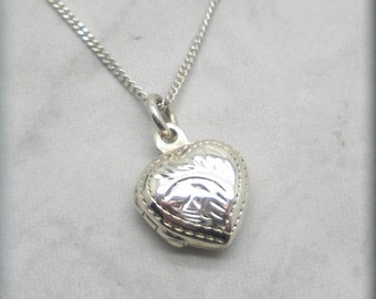 Heart Locket Necklace Sterling Silver Traditional Keepsake Jewelry Classic Wheat Pattern Small Locket Photo Locket Gift for Her