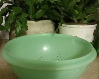 Vintage 1970s Tupperware Jadeite Green Colander / Strainer #339-3