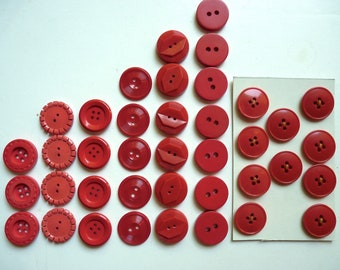 Different sets of 3, 4, 5, 6, 7, 10 buttons round red plastic, 2.2 cm diameter