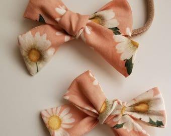 Pink Daisies Adie Bow