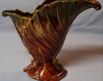 Vintage Royal Haeger Pottery Brown And Green Leaf Fan Vase R301