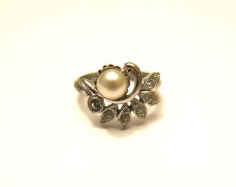 Avon ring - Pearl and leaves Rhinestones