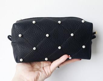 Black makeup brush holder. Makeup brush pouch. Pearls make up bag. Brush  makeup bag. Black Quilted cosmeticbag. Vegan leather make up bag. 1fd8ef7042