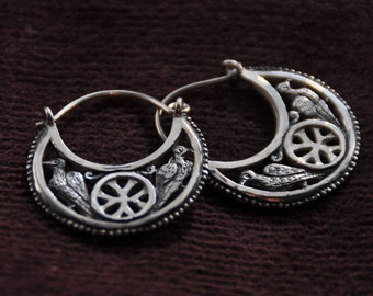 Silver byzantine earrings (Byzantium, the VII century).