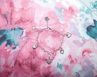 Silver heart charm bracelet/charm bracelet/silver bracelet/silver charm bracelet/heart bracelet/gift/everyday/handmade/heart charm/jewellery