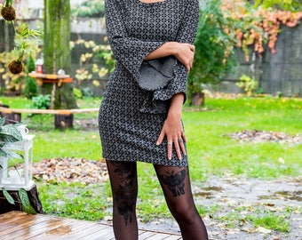 Dress with ruffle sleeves, black dress with long sleeves, short dress in circles, black and grey dress, sheath dress, dicoteic dress,