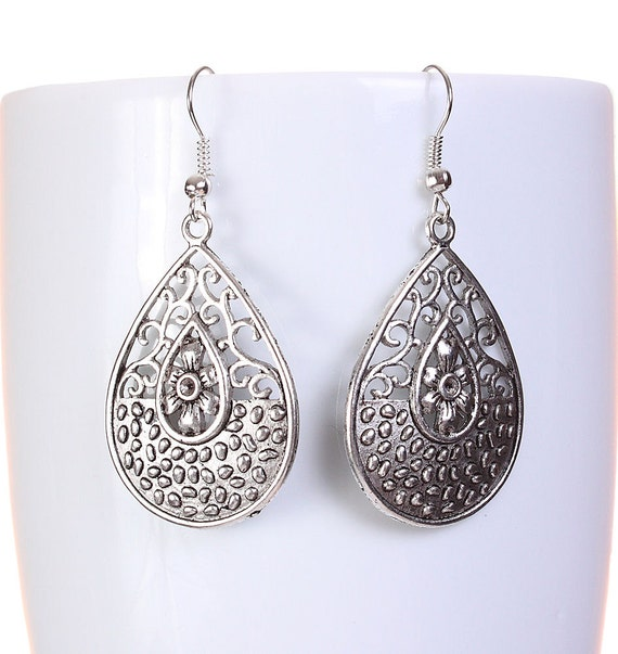 Silver tone filigree teardrop tear drop dangle earrings (593)