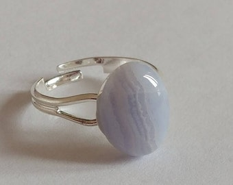 Ring blue chalcedony, speaking stone and stone 9 x 14 mm setting adjustable 19mm.