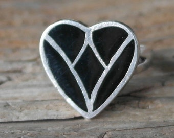 Vintage Solid Sterling Silver Boho Style Black Enamel Love Heart Statement Ring size N 1/2