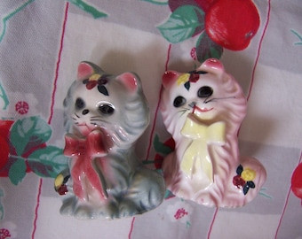 pair of adorable  kitty shakers