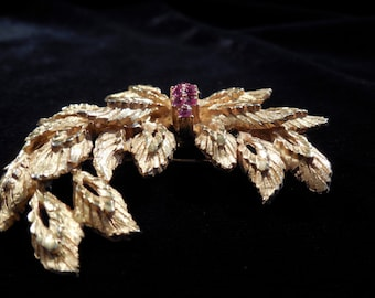 Pastelli Brooch, Deep pink Rhinestones with gold toned metal, beautiful condition