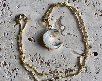 Crescent Moon Necklace / Carved Shell Moon / Carved Shell Necklace / Boho Moon Necklace / Boho Choker / Boho Layering Necklace