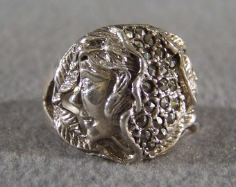 Vintage Sterling Silver Fancy Raised Relief figural Round Marcasite Art Nouveau Style Band Ring, Size 7.5        **RL