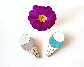 Only lot. No. 7. Two pins in the shape of ice cream