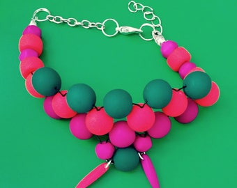 Bracelet multi row with bright beads