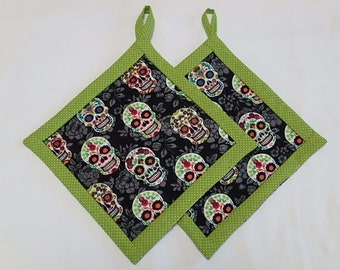 Sugar Skull Potholders set of (2), Quilted Fabric Hotpads set of two,Day of the Dead sugar skull Pot holders Gift