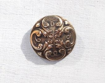 Magnifique bouton de Bronze Antique Français, nettoyé et prêt à utiliser.  milieu bouton de manteau de 1800. Plusieurs disponibles.  (3623)