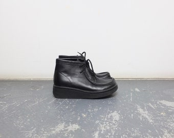 Size 6.5 Women / 90s Black Leather Wallabee Boots