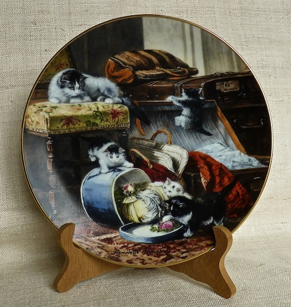 """Henriette Ronner """"Mischief with the Hatbox"""" 1990 First Issue W. L. George Fine China The Victorian Cat,"""