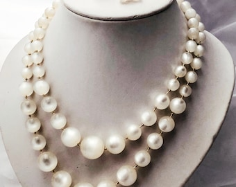 Richelieu, moonglow, double strand necklace, 1940s bridal jewellery, lucite, thermoset necklace, satinore, hand knotted necklace, screw back