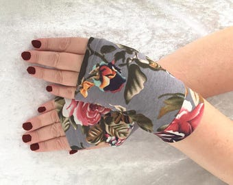 Fingerless  gloves gray with flowers