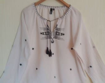 Vintage Womens White Cotton Embroidered Blouse
