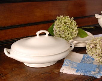 Oval Ironstone Tureen. Villeroy and Boch. Wallerfangen. Off-white. Soupière. Creamware.