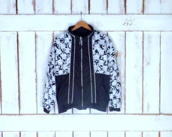 Vintage 90s black and white graphic floral print windbreaker jacket/Lavon jogging athletic jacket/gym/track and field/petite large