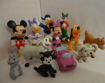 Mister A Gift Minnie Mouse set of 12 Plastic Cake toppers