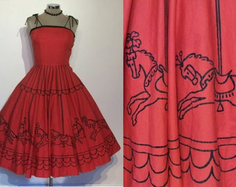 "Spectacular 1950s novelty carousel border print circle skirt sundress w/tie shoulders waist 27"""