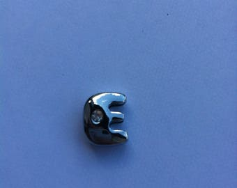 "Charm in silver letter ""E"""